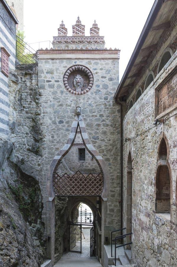 Entrata del castello di Rocchetta Mattei immagini stock