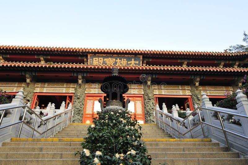 Entrata del monastero di Po Lin fotografia stock
