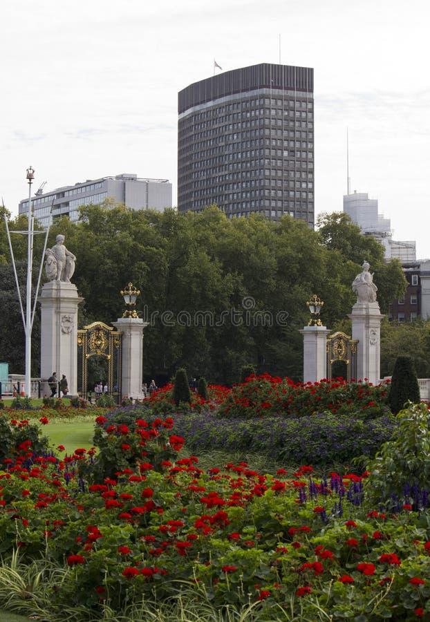 Entrata del parco di StJames dal portone cerimoniale dell'Australia fotografie stock