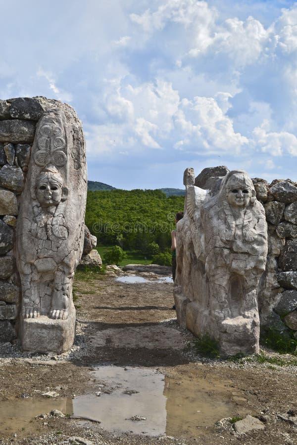 Entrata del portone della Sfinge della città antica di Hattusa, Turchia fotografie stock libere da diritti