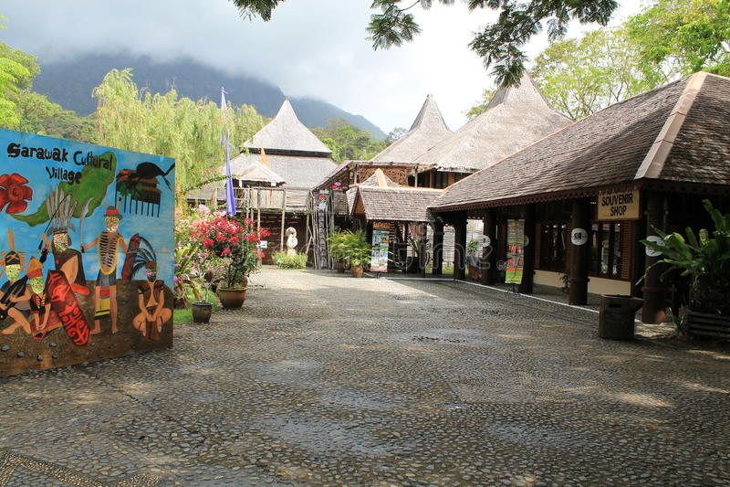 Entrata del villaggio Sarawak della cultura fotografia stock