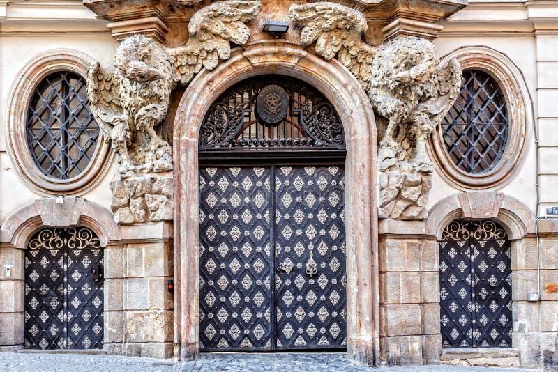 Entrata dell'ambasciata dell'Italia a Praga immagini stock libere da diritti