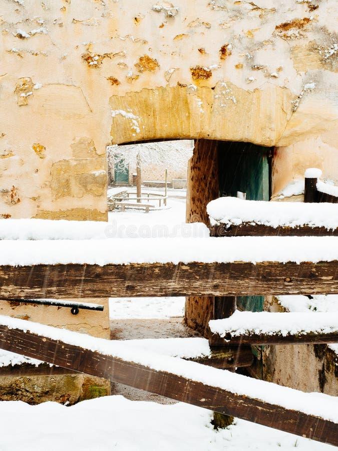 Entrata dell'azienda agricola di Snowy immagini stock libere da diritti