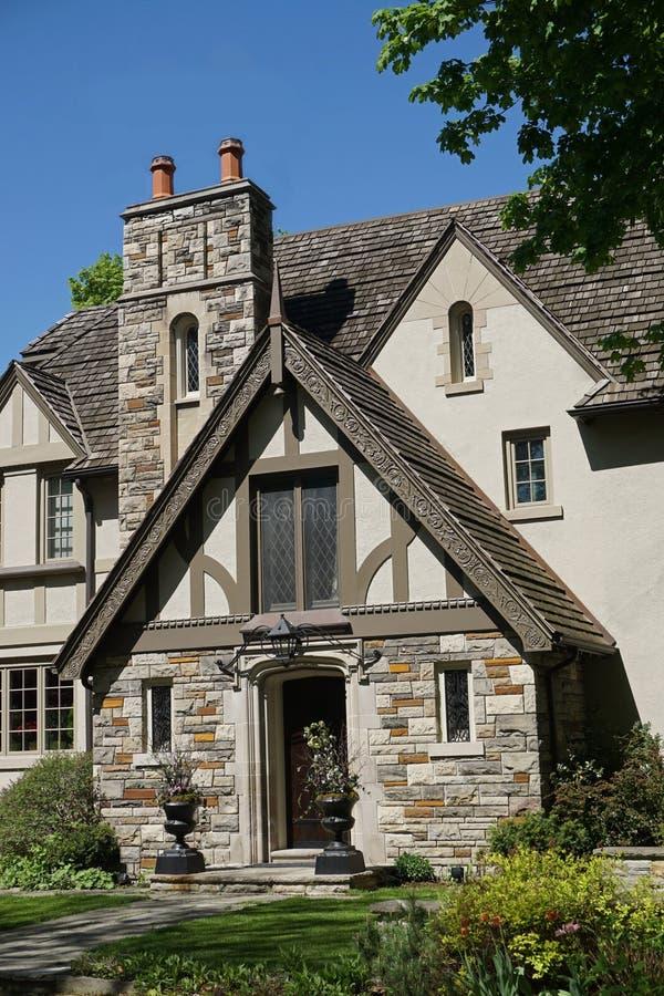 Amato Entrata Della Casa Di Stile Di Tudor Fotografia Stock - Immagine  EB29