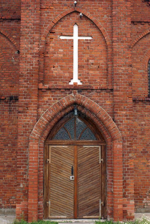 Entrata della chiesa del mattone immagini stock