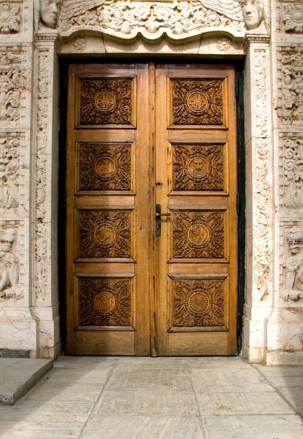 Entrata della chiesa in Romania immagine stock libera da diritti