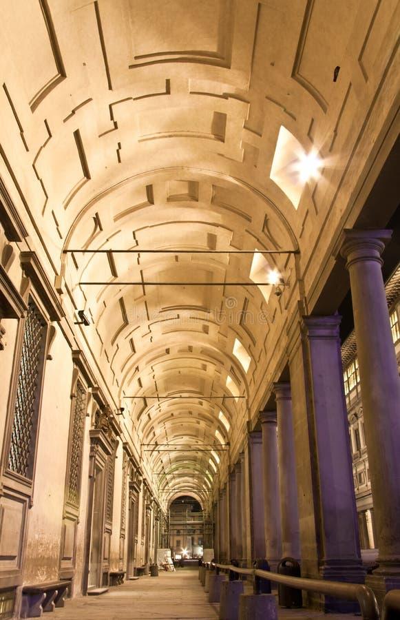 Entrata della galleria di Firenze Uffizi alla notte immagine stock