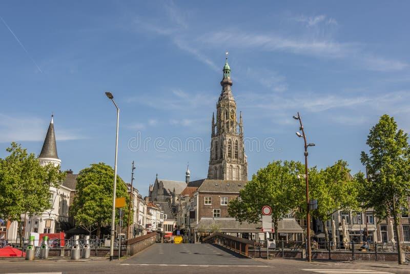 Entrata della via e del ponte alla città di Breda Olanda Paesi Bassi immagini stock libere da diritti