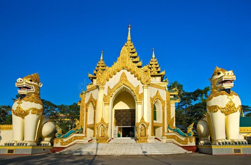 Entrata dello Shwedagon Paya, Yangoon, Myanmar. immagine stock libera da diritti