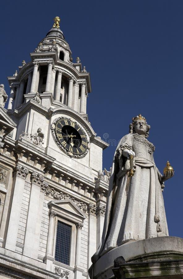 Entrata di fronte ad ovest alla cattedrale dei pauls della st fotografia stock libera da diritti