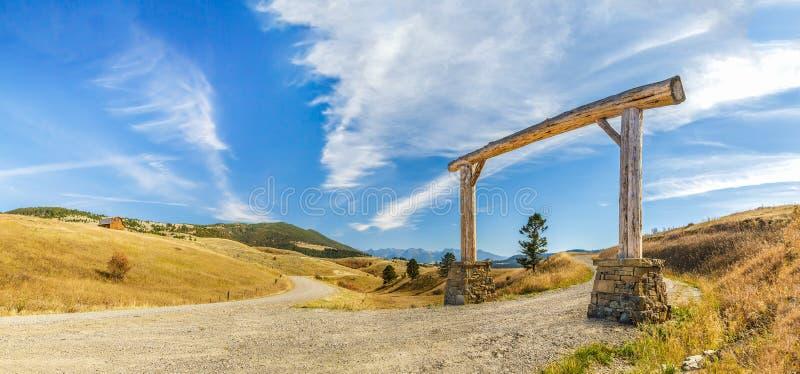 Entrata di legno dell'arco immagine stock