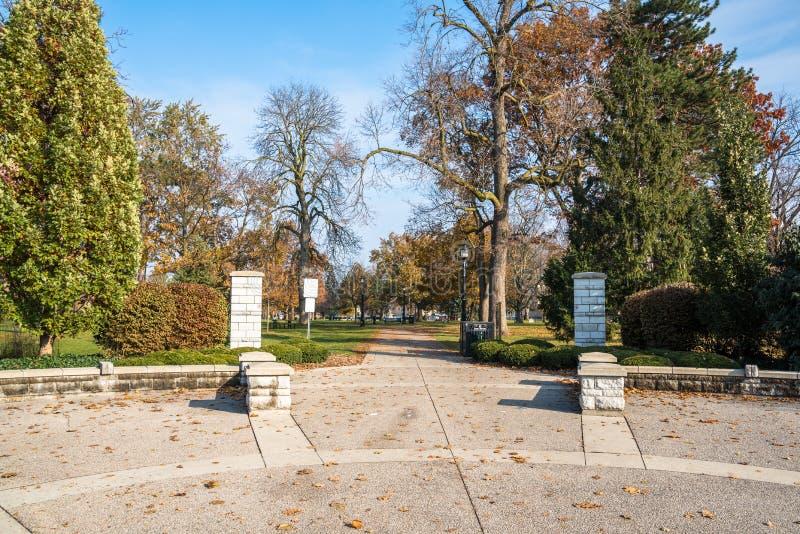 Entrata di Victoria Park a Londra del centro, sopra, il Canada fotografie stock libere da diritti