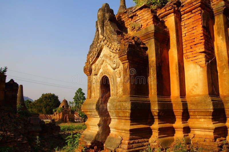 Download Entrata Elaborato Scolpita Dello Stupa Buddista Antico Fotografia Stock - Immagine di religioso, ornate: 55354110
