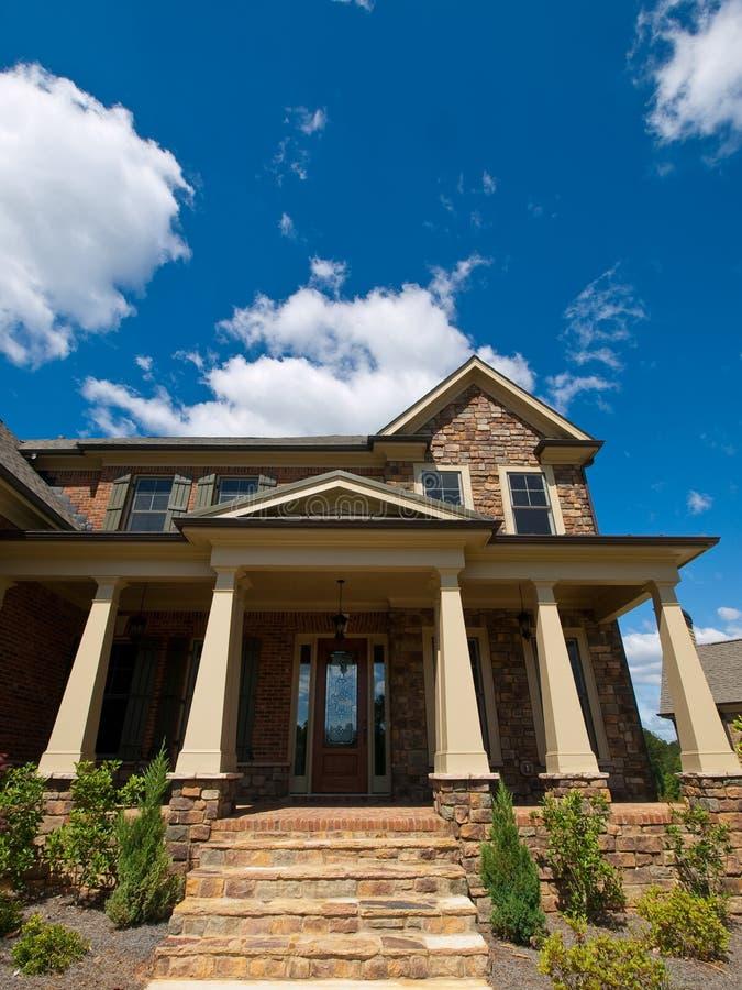 Entrata esterna di lusso di estremo della colonna della - Entrata di casa ...