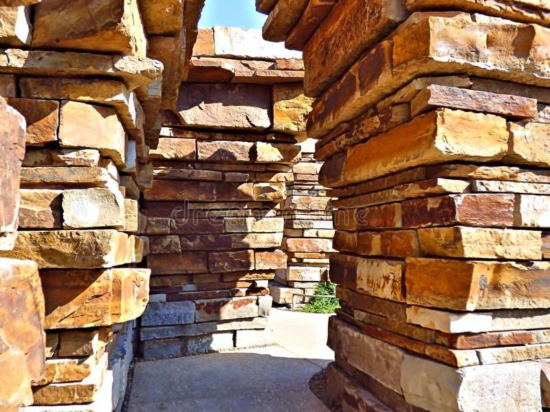 Entrata impilata della roccia al posto riunentesi a Tulsa Oklahoma fotografie stock libere da diritti