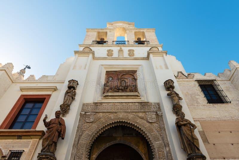 Entrata laterale alla cattedrale di Siviglia in Spagna fotografia stock libera da diritti