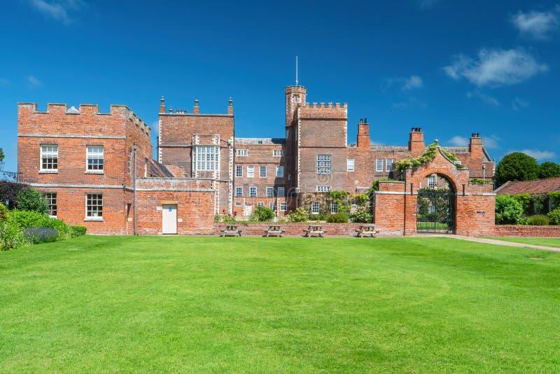 Entrata laterale, Burton Constable Hall, Yorkshire, Inghilterra fotografia stock libera da diritti