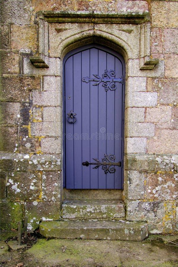 Entrata laterale della chiesa immagini stock libere da diritti