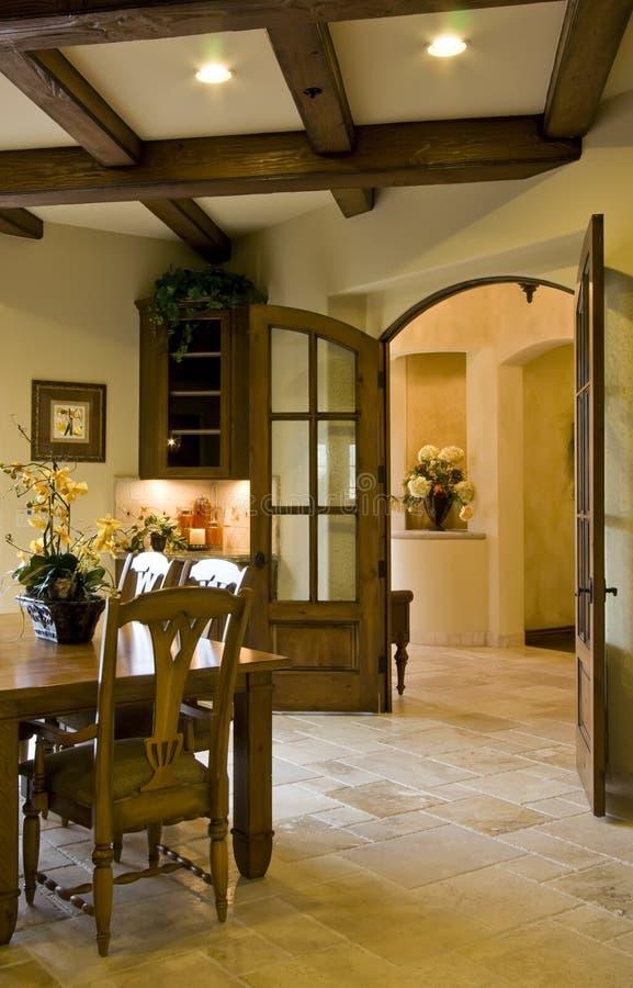 Entrata moderna della sala da pranzo e della cucina for Sala pranzo moderna