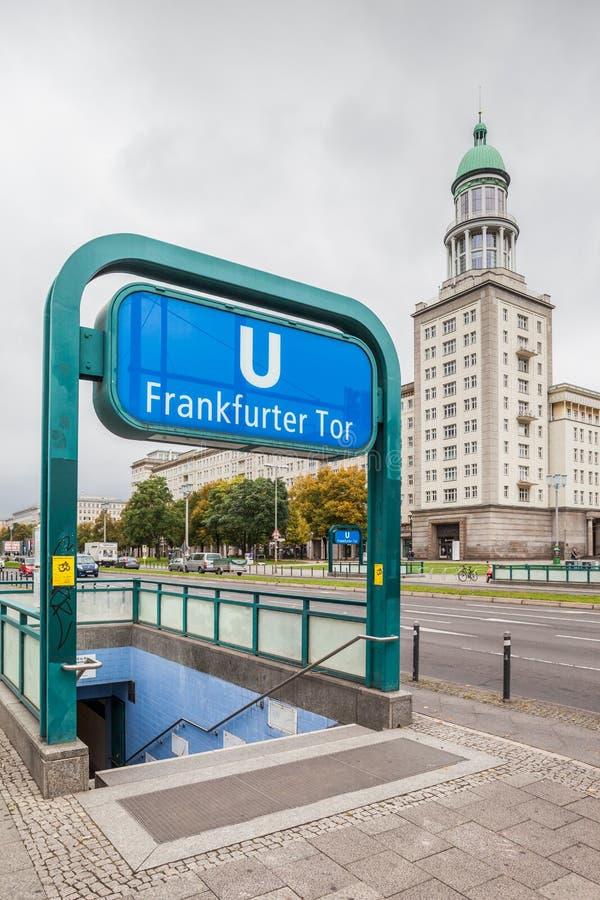 Entrata principale al tor della salsiccia di Francoforte della stazione della metropolitana di Berlino fotografia stock libera da diritti