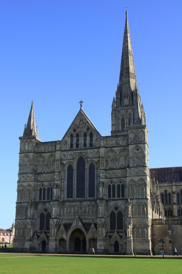 Entrata principale alla cattedrale di Salisbury fotografia stock