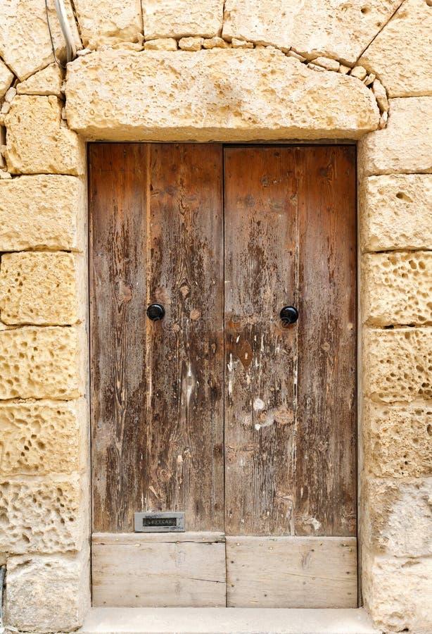 Entrata principale di legno alla casa immagine stock libera da diritti