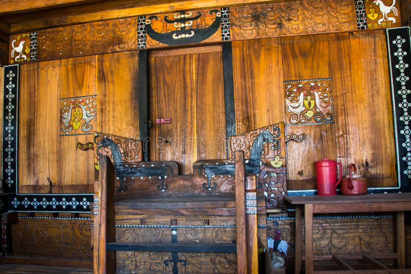 Entrata principale di una casa tradizionale del Flores in Indonesia immagine stock