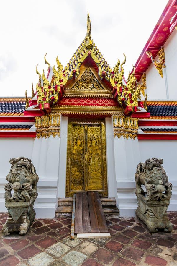 Entrata in tempio buddista fotografie stock libere da diritti