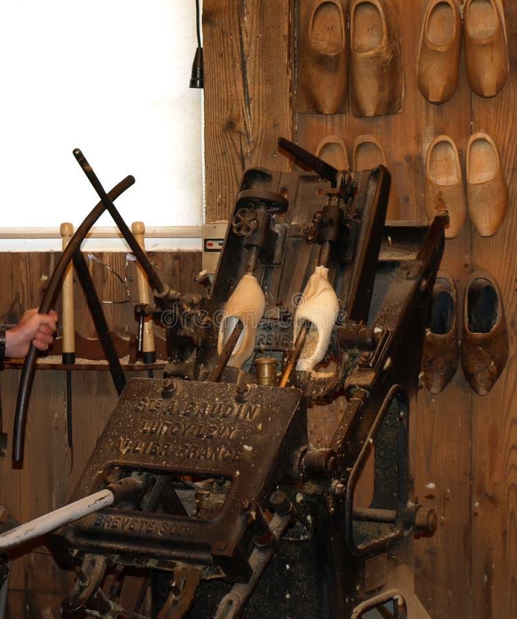Entraves en bois néerlandaises antiques de chaussures images stock