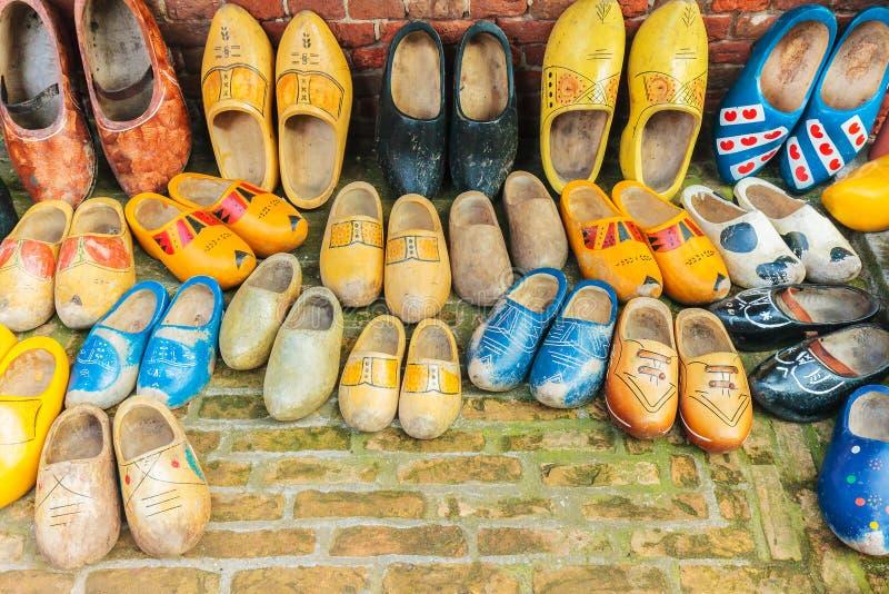 Entraves en bois néerlandaises de vintage coloré photo stock