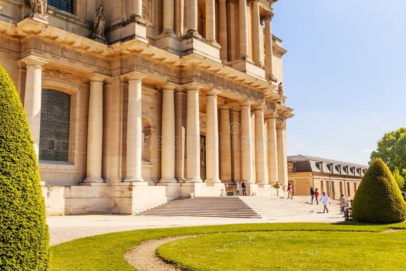Entre à igreja da casa de desabilitou, Paris, França imagens de stock royalty free