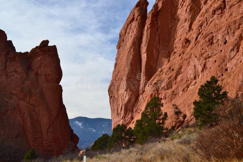 Entre les roches photographie stock