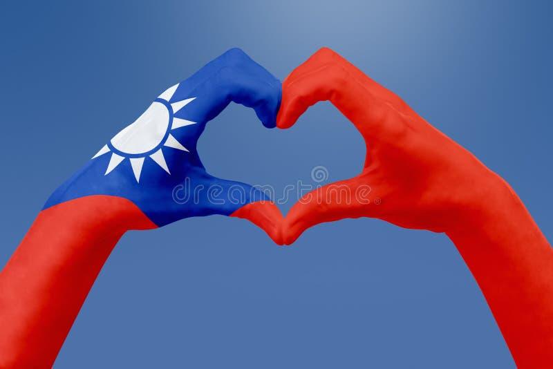 Entrega a bandeira de Taiwan, dão forma a um coração Conceito do símbolo do país, no céu azul ilustração royalty free