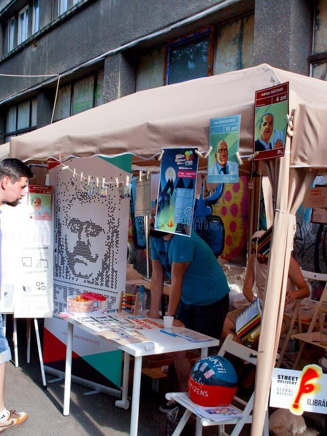 Entrega Bucareste 2015 da rua, quando a arte, os artistis, o craftwork e muitas outras coisas frescas forem convidados para ocorr fotos de stock