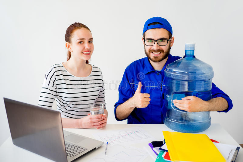 A entrega da água manuseia acima imagem de stock