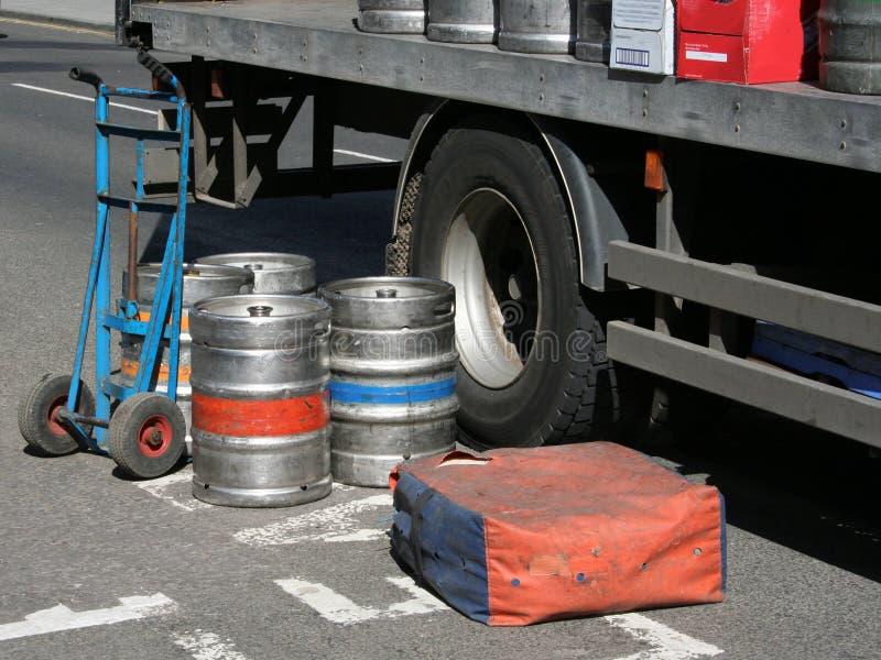 Entrega da cerveja fotos de stock