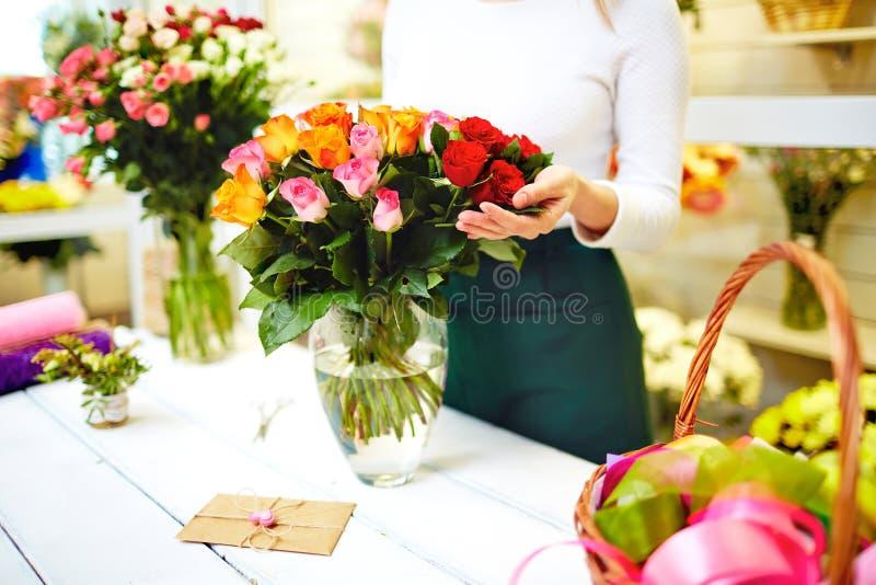 Entrega das flores fotos de stock