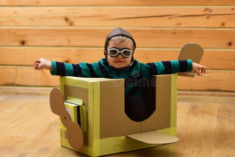 Entrega del correo a?reo, construcci?n de aviones fotografía de archivo libre de regalías