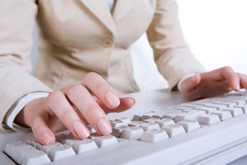 Entrega el teclado foto de archivo libre de regalías