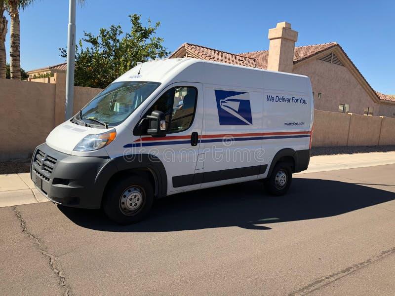 Entrega servicio postal estadounidense Van In Arizona foto de archivo libre de regalías
