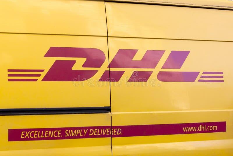 Entrega Van de DHL fotografía de archivo libre de regalías