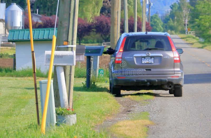 Entregando o correio em Canadá rural foto de stock royalty free