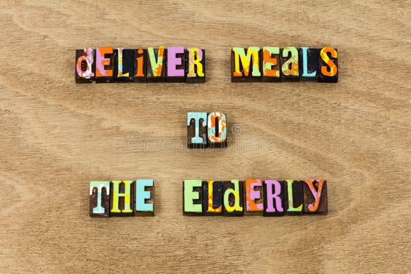 Entregue dos bens velhos doentes da ajuda do alimento das refeições pessoas adultas imagem de stock royalty free