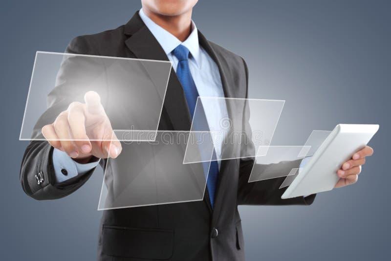 Entregue a empurrão de um botão em uma relação do tela táctil fotos de stock royalty free