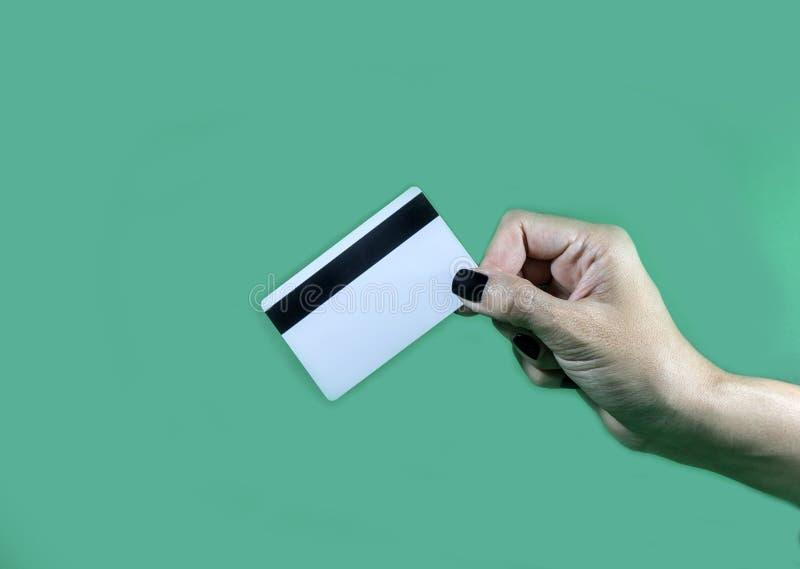 Entregue guardar o molde do cartão de crédito vazio cartão de microplaqueta vazio foto de stock