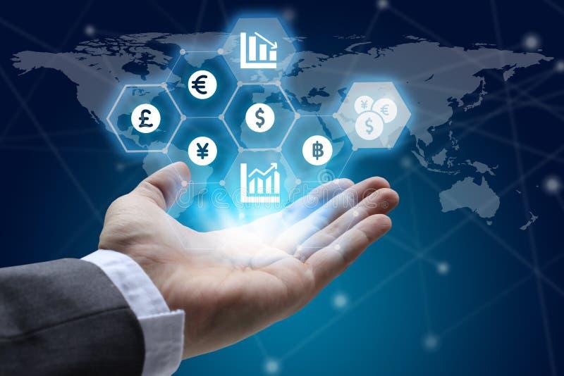 Entregue guardar a rede global usando o interfa do símbolo do sinal de moedas foto de stock royalty free