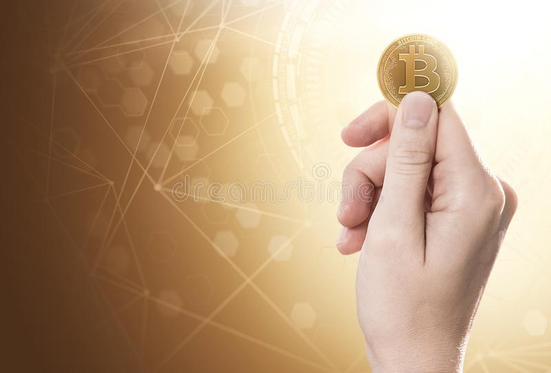 Entregue guardar uma moeda do dinheiro de Bitcoin em um fundo brilhante com rede do blockchain Copie o espaço incluído foto de stock royalty free