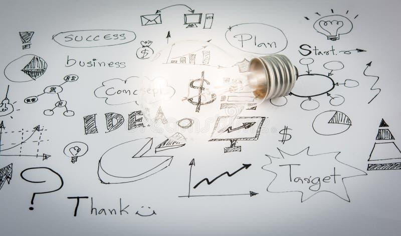 Entregue ideias tiradas do ícone do negócio e a ampola imagens de stock royalty free