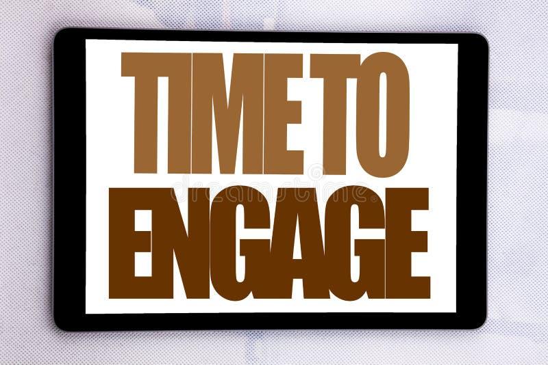 Entregue a inspiração do subtítulo do texto da escrita que mostra a hora de contratar Conceito do negócio para a participação do  foto de stock royalty free