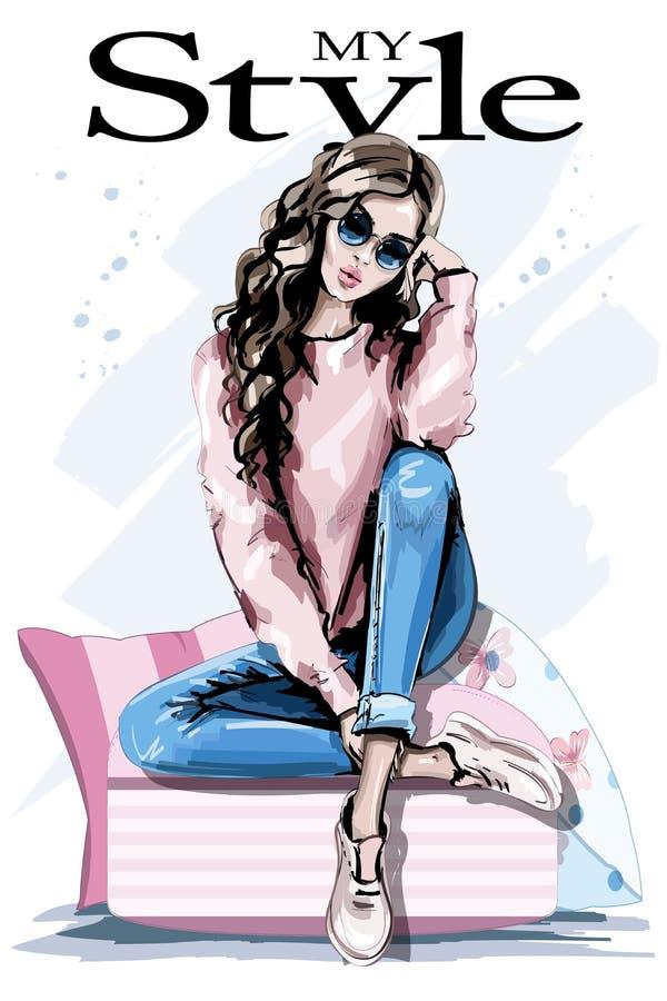 Entregue a jovem mulher bonita tirada que senta-se em descansos macios Mulher da forma nos óculos de sol Equipamento à moda ilustração stock